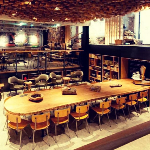 Schoolhouse Chic Furniture – Wood and Metal Chairs Combined with Round Antique Pine Table Tops. Get the look at RestaurantFurniture.com #schoolshousechic #design #instafab #coffeeshop #furniture
